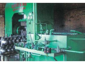 三通液压成型机